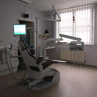 Zahnarztpraxis - Behandlungszimmer
